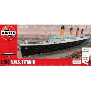 R.M.S Titanic  1/700