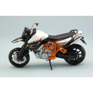 Ktm 990 Supermoto 2011 1/18